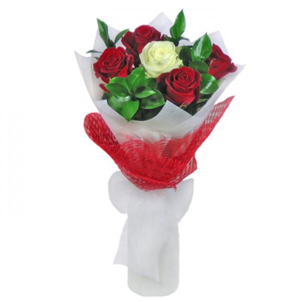 Как оформить букет из 5 роз своими руками фото